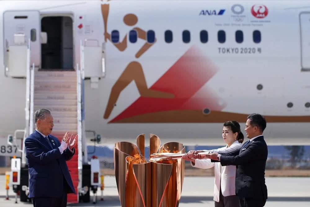 东京奥运会圣火抵达日本 火炬开始121天的传递