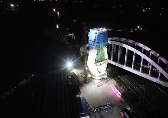 新建福厦高铁重点控制性工程木兰溪特大桥主塔完成逆时针90度转体